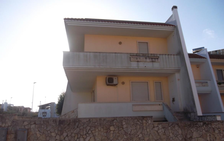 Villetta indipendente su due piani in tranquilla zona for Due piani