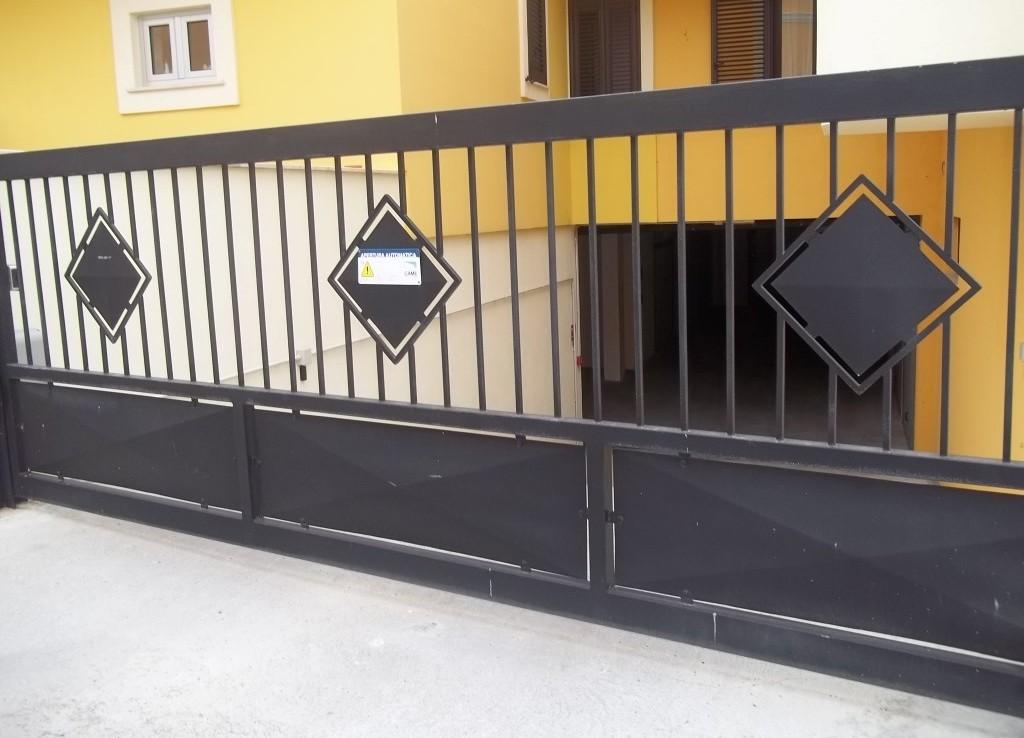 Abitazione indipendente con garage casa service plus for 1 piano garage con abitazione