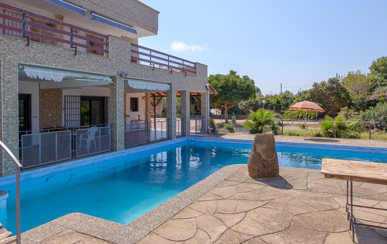 Splendida villa con piscina immersa nel verde a Parabita