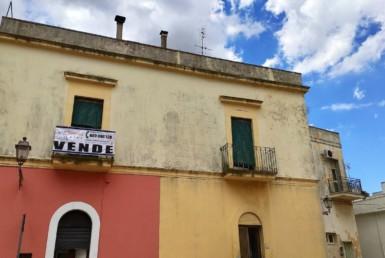 Dimora d'epoca con terrazzo panoramico in vendita a Ruffano