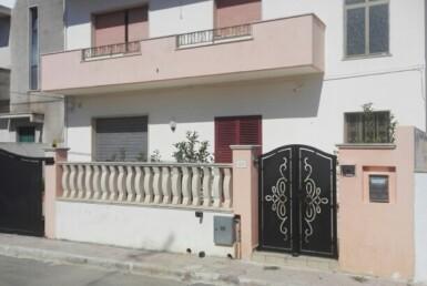 Presicce - Abitazione con giardino e Garage in zona residenziale
