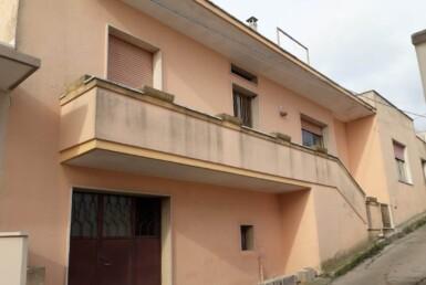 Casarano - Abitazione indipendente con garage e area solare in vendita