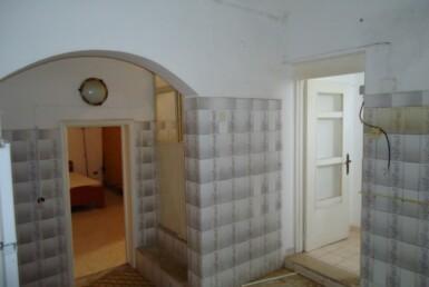 Nel meraviglioso centro storico di Matino, Casa Service plus propone in vendita un'abitazione storica tipica salentina.