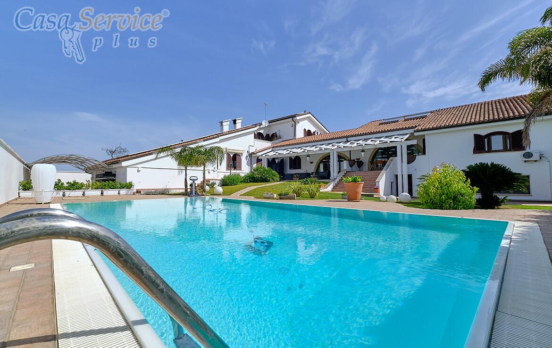 villa con piscina a Racale