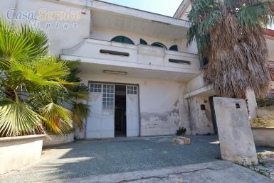 abitazione con locale artigianale a Racale